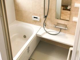 バスルームリフォームカビ等の原因である湿気が無くなり、お手入れも楽になった浴室