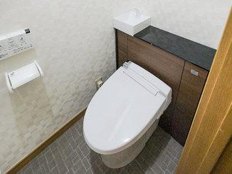 トイレリフォーム リフォレとエコカラットの色合いがマッチしたお洒落なトイレ