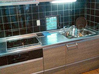キッチンリフォーム お気に入りのタイルを残したI型キッチン