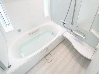 バスルームリフォーム 調光機能の付いた照明でゆったり楽しめる浴室