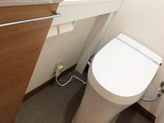 トイレリフォーム 明るくスッキリとした空間のタンクレストイレ