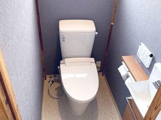トイレリフォーム 壁付けの手洗器で腕を伸ばさず手を洗える節水式のトイレ