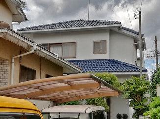 外壁・屋根リフォーム 保険を適応した外装工事とタイル柄壁紙のトイレ