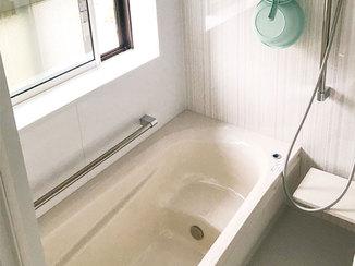 バスルームリフォーム 気密性の高い窓、保温浴槽で暖かいバスルーム