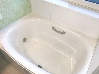 バスルームリフォーム 断熱仕様の窓で冬も快適なバリアフリーのバスルーム