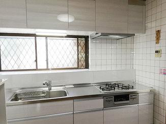 キッチンリフォーム お掃除しやすくなったパネルと収納が増えて便利になったキッチン