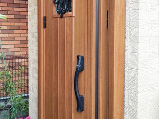エクステリアリフォーム 結露を軽減し、断熱効果をアップさせた玄関ドア