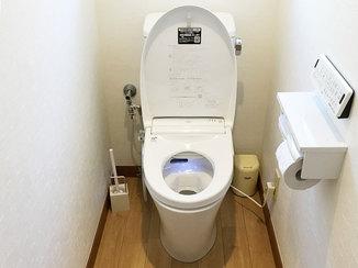 トイレリフォーム 一拭きで汚れが落とせるお掃除がしやすいトイレと床
